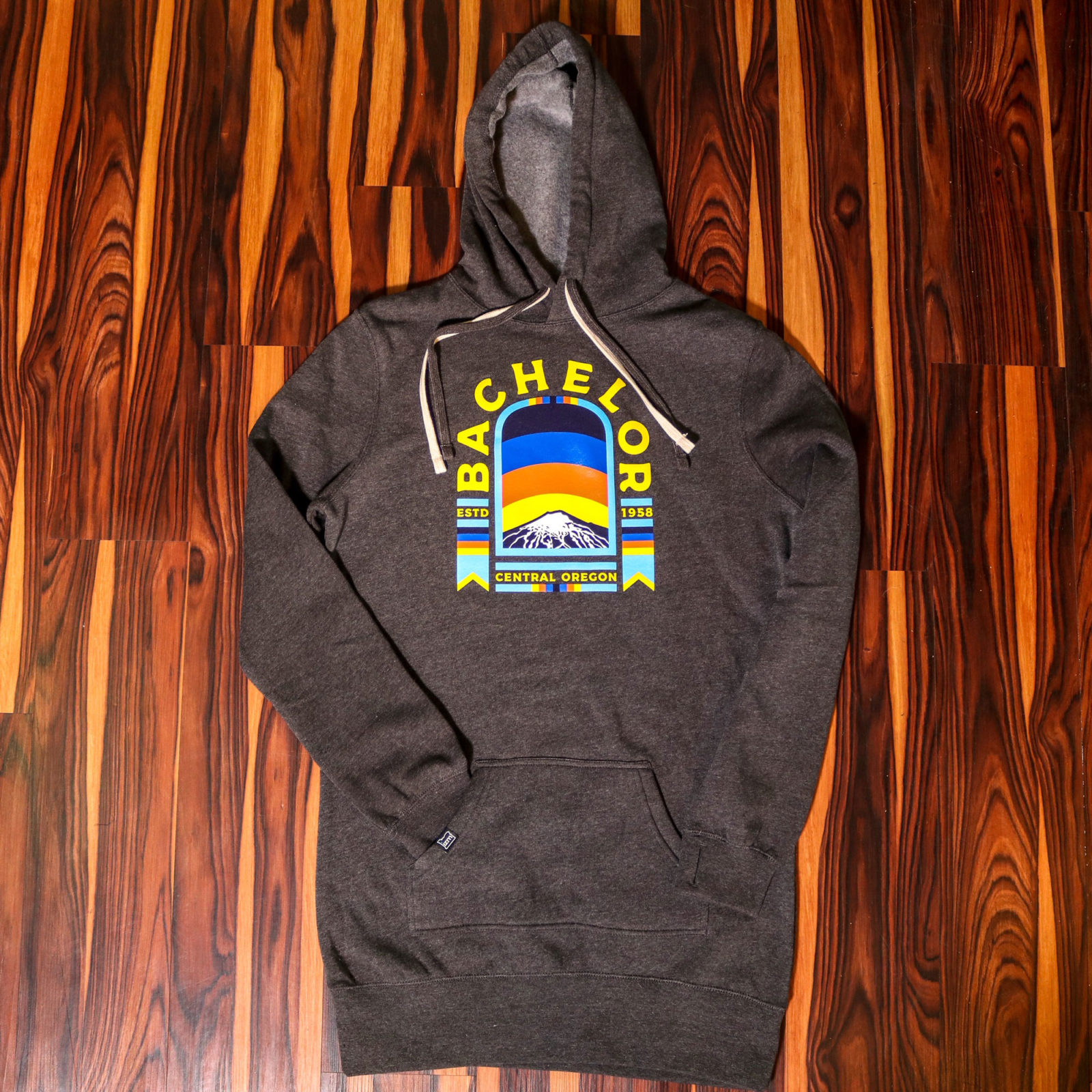izm-productimages-hoodie-bachelor-charcoal-1